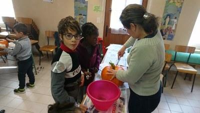 6. En groupe préparation des citrouilles