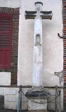 Croix blanche, rue des Bordes, Senan