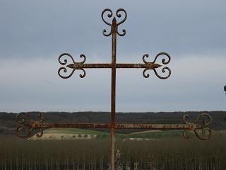 Croix tombale, cimetière de Champvallon